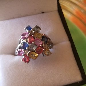Jewelry - 925 vintage flowers ring with genuine stones